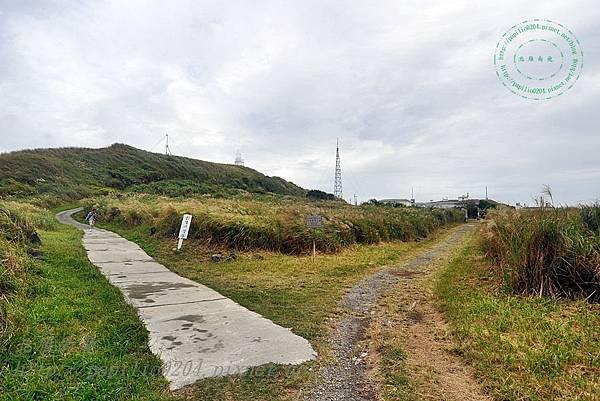 彭佳嶼燈塔與氣象站的岔路