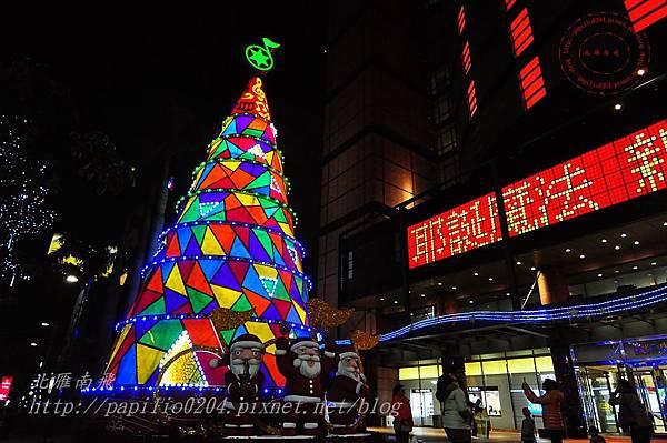 08新光三越台中店聖誕樹.JPG