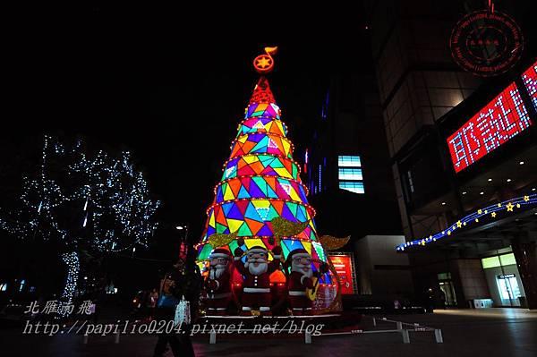 12新光三越台中店聖誕樹.JPG