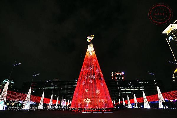 23台中市政府前廣場聖誕樹.JPG