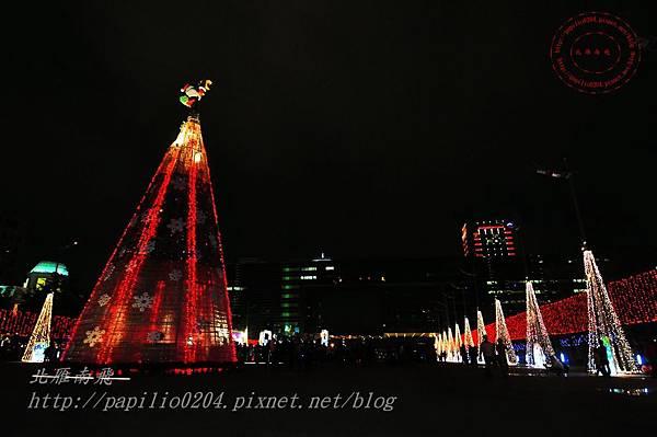 24台中市政府前廣場聖誕樹.JPG