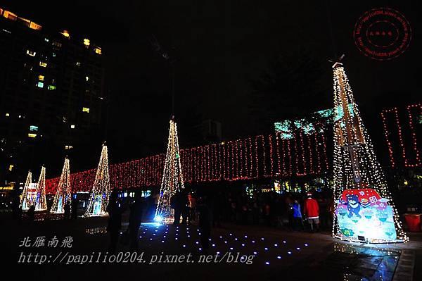 32台中市政府前廣場聖誕樹.JPG