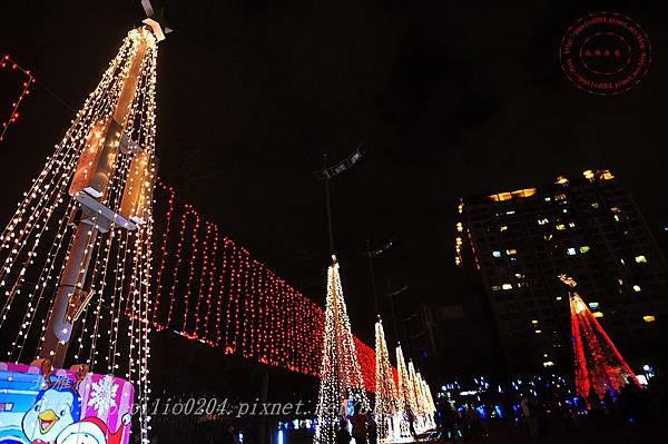 33台中市政府前廣場聖誕樹.JPG