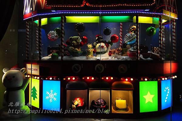 37廣三SOGO百貨聖誕裝飾櫥窗.JPG
