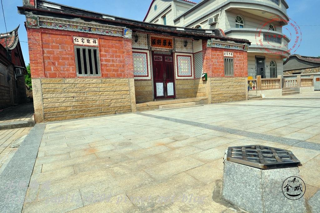 18金門城南門建築群-金門城62號(王西東宅)與古井.JPG