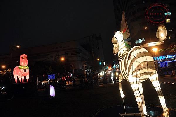 10 2014中臺灣元宵燈會伯樂馬場區斑馬與草泥馬.JPG
