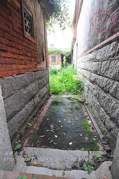 18金門沙美張氏古厝[歷史建築]護龍右側出入口.JPG