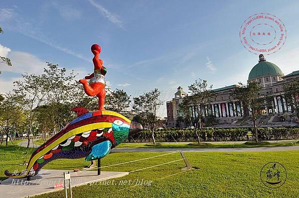 12亞洲大學亞洲現代美術館前的雕塑.JPG