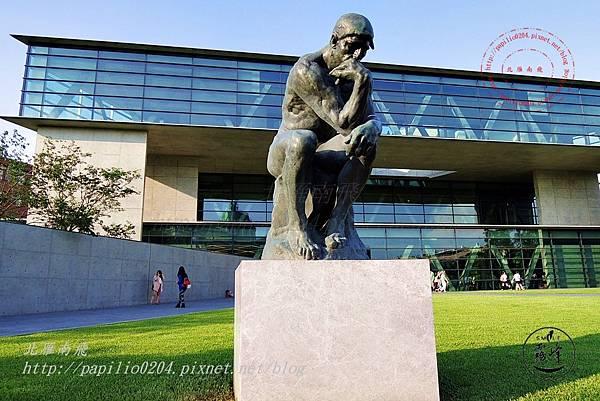 20亞洲大學亞洲現代美術館前的羅丹沉思者雕塑.JPG
