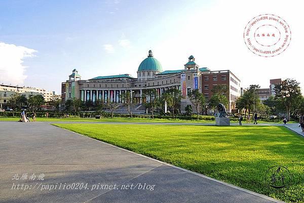 27亞洲大學從亞洲現代美術館 看行政大樓.JPG