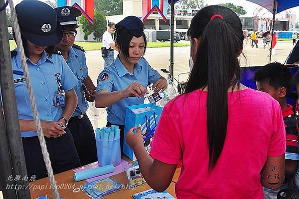 02 20140719清泉崗空軍基地營區開放園遊會攤位區.JPG
