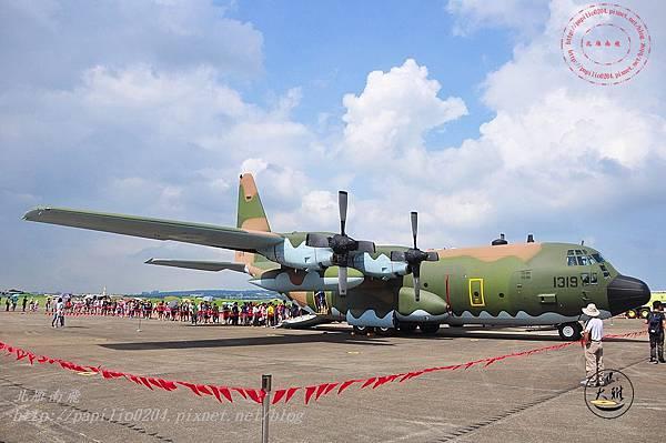 38 20140719清泉崗空軍基地營區開放-靜態展示C-130H運輸機.JPG