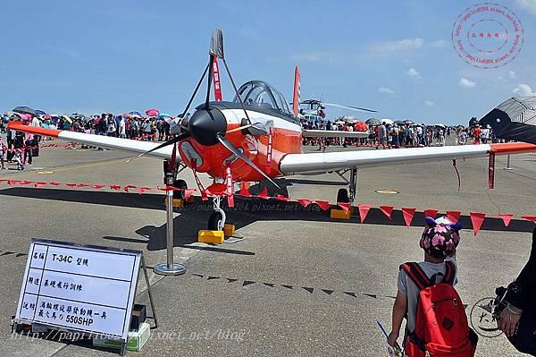 48 20140719清泉崗空軍基地營區開放-靜態展示T-34型機.JPG
