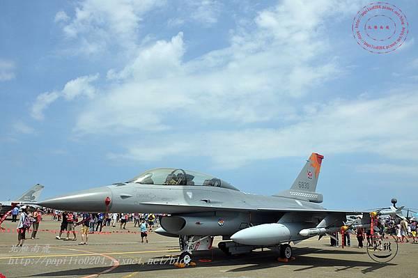 52 20140719清泉崗空軍基地營區開放-靜態展示F-16戰鬥機.JPG