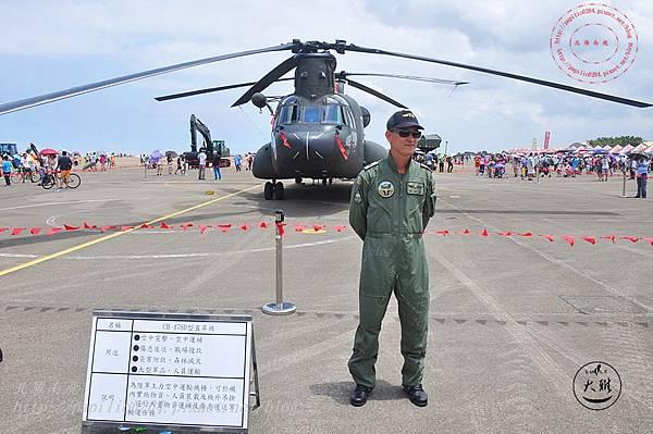58 20140719清泉崗空軍基地營區開放-靜態展示CH-47SD型直升機.JPG