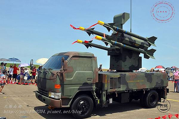 64 20140719清泉崗空軍基地營區開放-靜態展示車載劍一防空飛彈系統.JPG