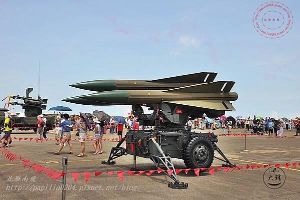 65 20140719清泉崗空軍基地營區開放-靜態展示鷹式飛彈.JPG
