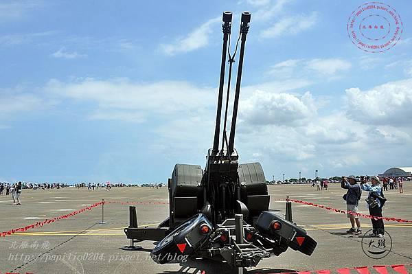 66 20140719清泉崗空軍基地營區開放-靜態展示GDF-006型三五公厘雙管防空快砲.JPG
