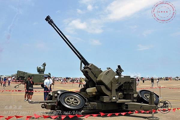 67 20140719清泉崗空軍基地營區開放-靜態展示GDF-006型三五公厘雙管防空快砲.JPG