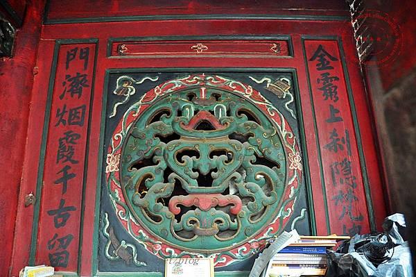 19金門靈濟寺正殿左窗.JPG