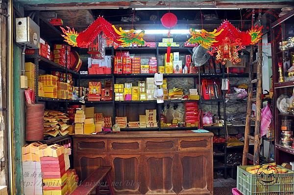 31金門靈濟寺附近的金紙店.JPG