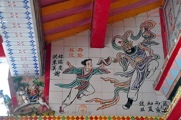 13烈嶼青岐天師宮右側對看牆壁畫.JPG