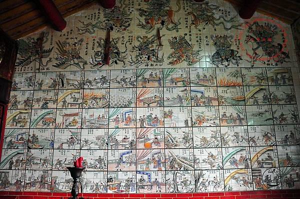 18烈嶼青岐天師宮內部左側壁畫.JPG