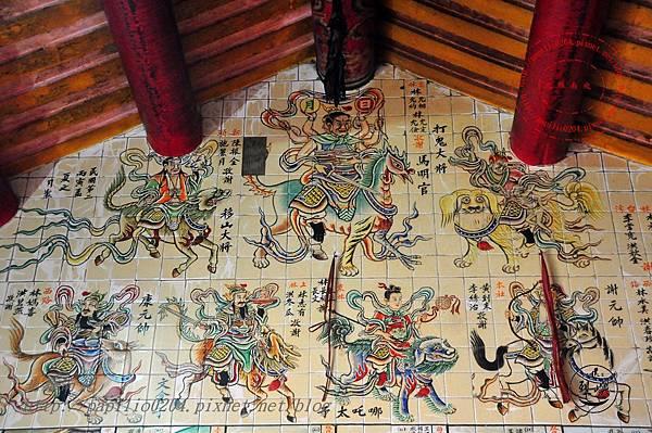 20烈嶼青岐天師宮內部右側壁畫.JPG
