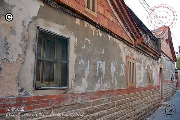 洪合淵宅側牆上的標語.JPG