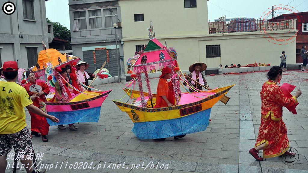 金門鳳翔新村跑旱船舞蛤精(四月十二日迎城隍,禹帝廟,20110514)05.JPG