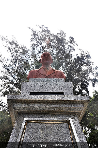 中央公路(伯玉路)胡璉銅像