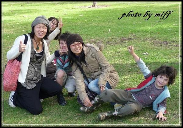 在公園遇到之前工作的夥伴Akiko & Eriko
