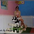 【The Candy Cow】 試吃區內的兒童小乳牛木馬