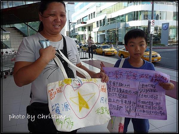 小朋友送自己親手製作的環保購物袋