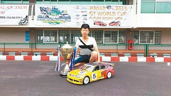 父子齊心飆遙控賽車,奪世界銅牌