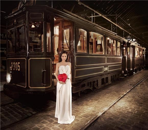 Angelababy 與帥氣比利時男模特兒深情拍攝 GODIVA 「2014情人節系列」1
