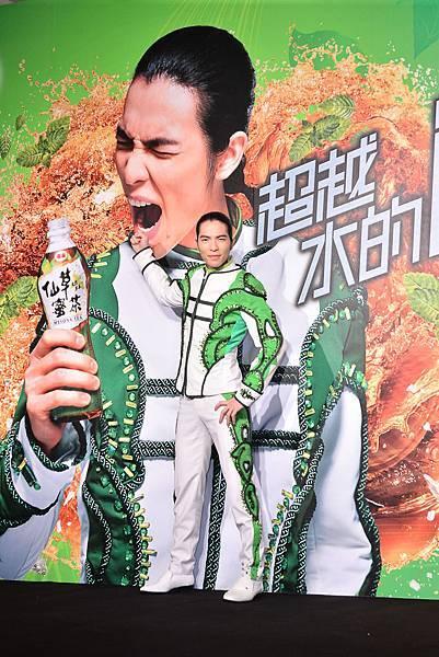 蕭敬騰大推泰山仙草蜜茶解渴必備飲品