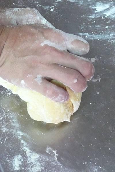 帕莎蒂娜義大利蛋黃麵 揉麵團