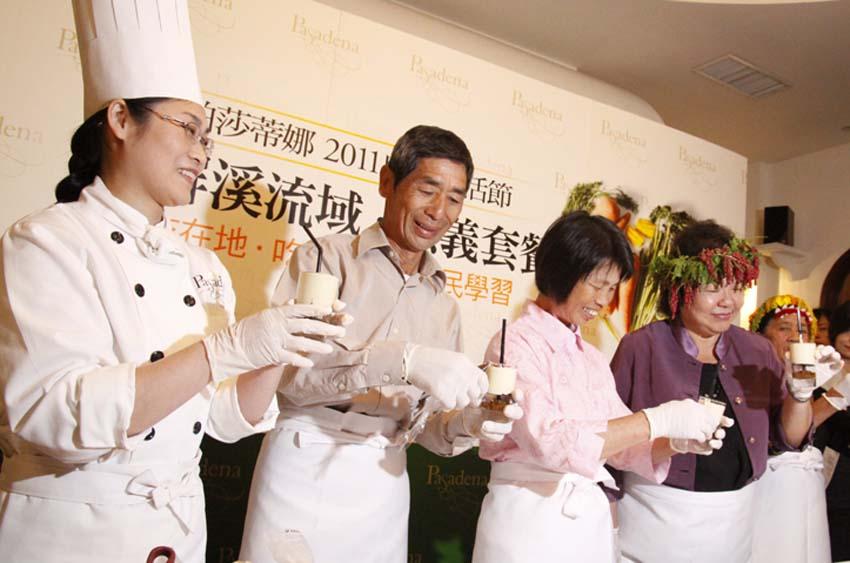 陳菊市長與農民與帕莎蒂娜甜點主廚.jpg