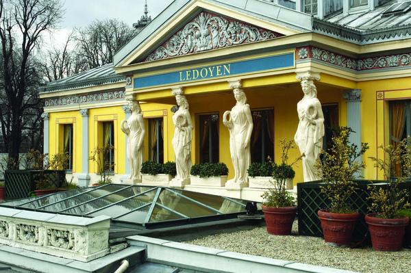 Vue exterieure des Cariatides - Ledoyen - Paris - Photo Eric(請註明富豪人生雜誌提供).jpg