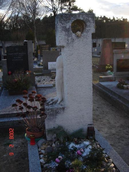 赫拉巴爾-墓園
