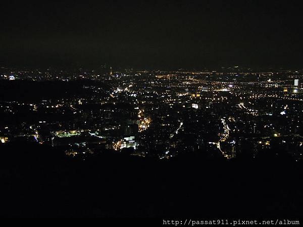 20130825台北文化大學後山夜景_0002_調整大小.JPG