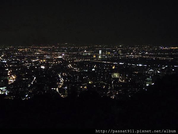 20130825台北文化大學後山夜景_0003_調整大小.JPG