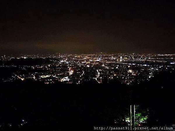 20130825台北文化大學後山夜景_0004_調整大小.jpg