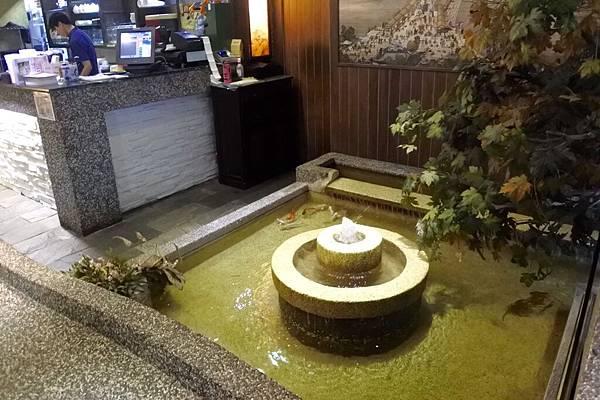 入口水池2.jpg