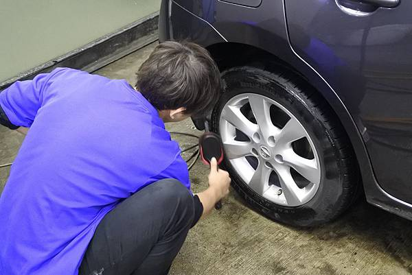 r上輪胎油.JPG