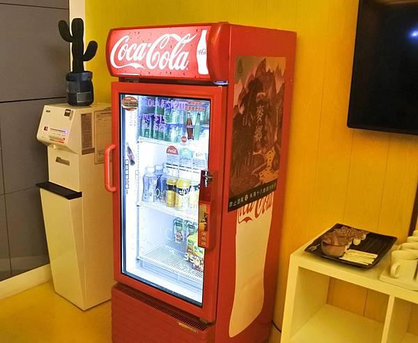 博客創意旅店 1f 飲料機.jpg