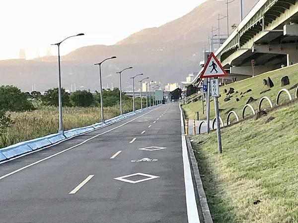 基隆河 自行車道g.jpg