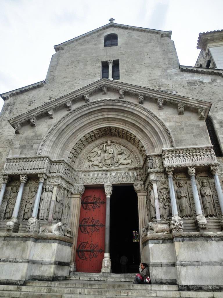 6亞爾 (12)聖托菲姆教堂