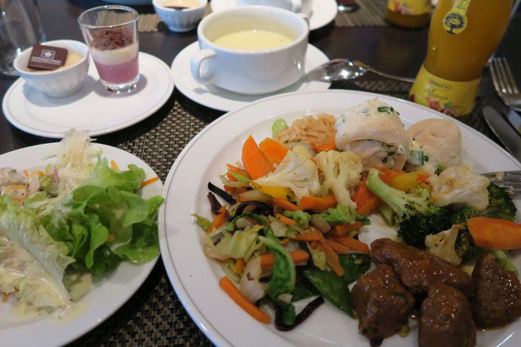 飯店晚餐自助式 (1)芒果汁.JPG